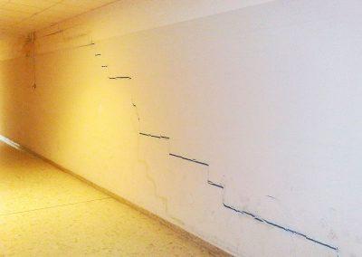 Quadro fessurativo con andamento ad arco lungo tutta la parete interessata