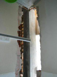 FRP pilastro: demolizione locale delle tamponature