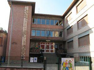 Facciata di ingresso del complesso scolastico