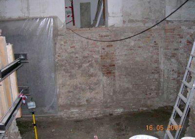 Scavi zona dipinto parietale e cripta
