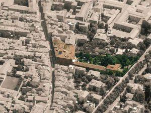 Immagine aerea di palazzo albergati (grande fabbricato a colori, al centro)