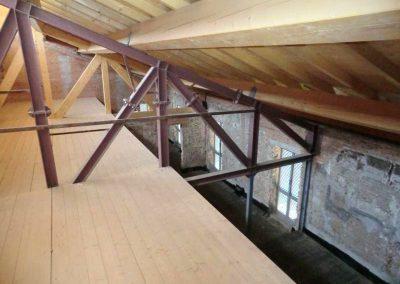 """Immagine di cantiere delle strutture metalliche a sostegno dei solai p. 2° (soffitto """"Sala Rossa"""") + piano sottotetto + copertura"""