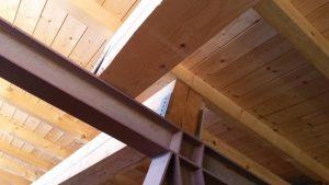 """Dettaglio alla sommità delle strutture metalliche a sostegno dei solai p. 2° (soffitto """"Sala Rossa"""") + piano sottotetto + copertura"""